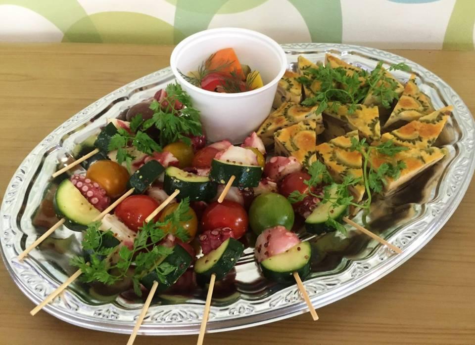 2. 旬野菜のオムレツ(蛸のピンチョスは追加メニューとなります)
