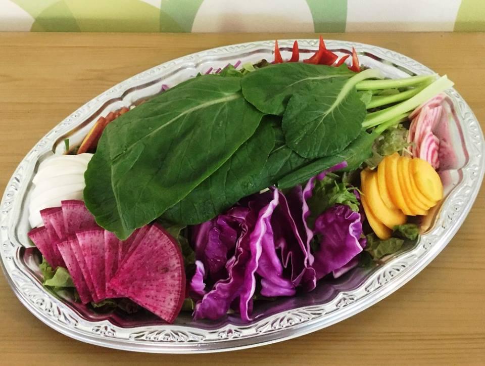 1. 彩り野菜のスティックサラダ